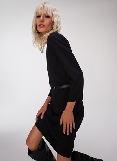 People By Fabrika Kemerli Kayık Yaka Elbise Siyah